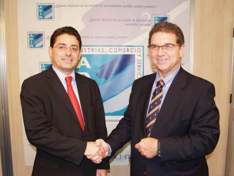 Anton (Saab-Romagosa) i Cadavid (ADIN) van segellar un acord de col·laboració durant el Saló Nàutic de Barcelona.