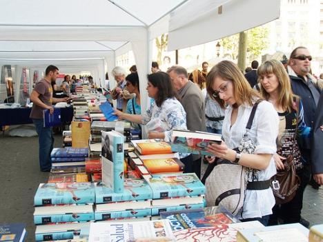 Les nombroses edicions de butxaca està provocant que els llibres mantinguin el preu.
